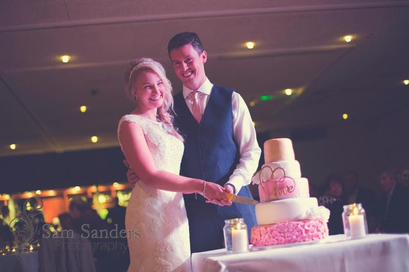 sam-sanders-photography-wigan-photographer-anna-martin-oldham-wedding-reception-web-060