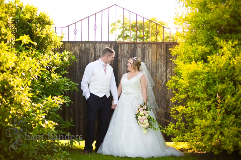 sam-sanders-photography-wigan-photographer-wedding-aspull-ceremony-thewillowsfunctionsuite-blackrod-web-003
