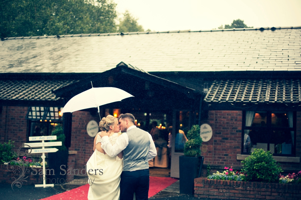 sam-sanders-photography-wigan-photographer-wedding-civilceremony-bartlehall-reception-web-523