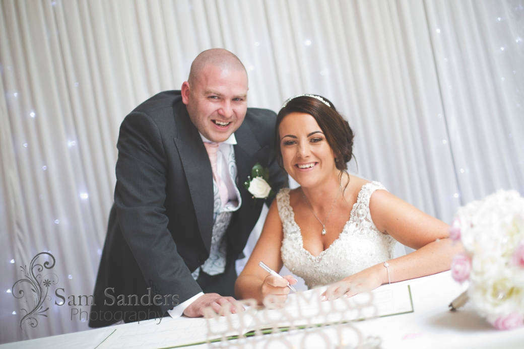 sam-sanders-photography-wigan-photographer-wedding-mercure-oakhotel-ceremony-mesnespark-web-001