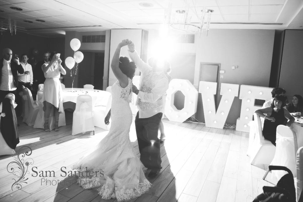 sam-sanders-photography-wigan-photographer-wedding-mercure-oakhotel-ceremony-mesnespark-web-005