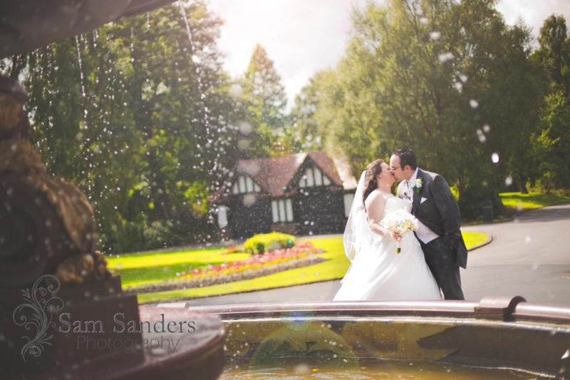 sam-sanders-photography-wigan-photographer-wedding-civil-ceremony-mercure-oakhotel-wigan-web-230
