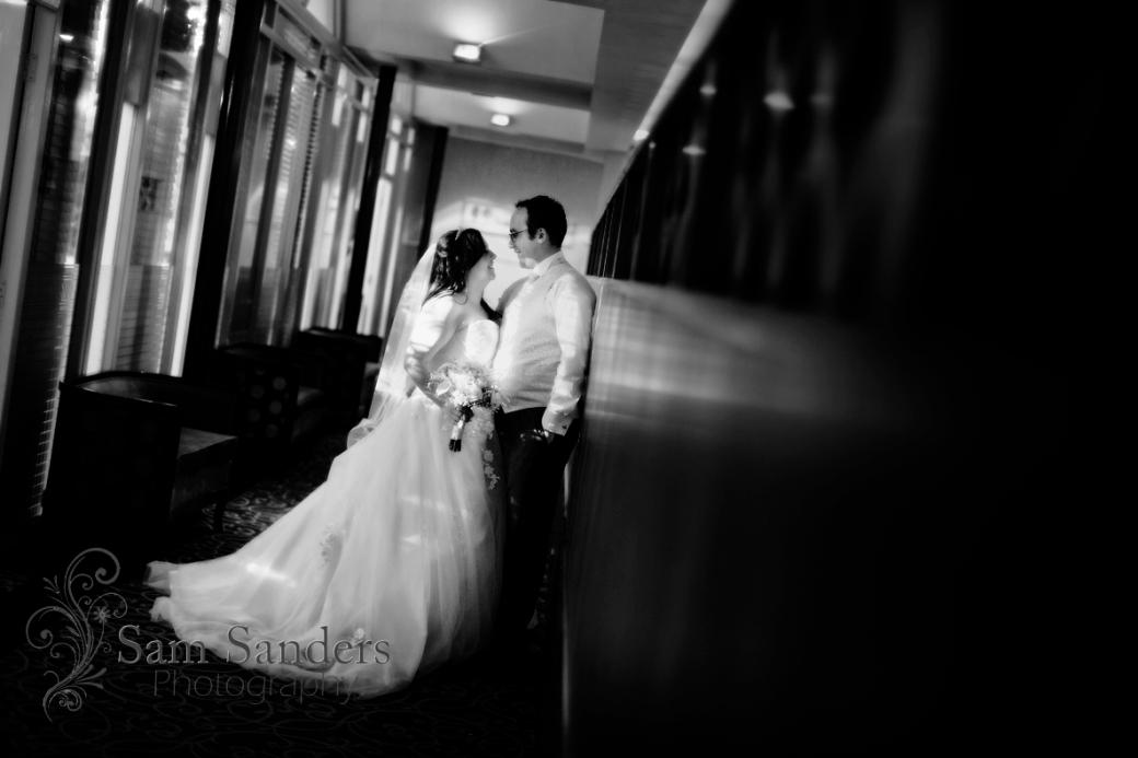 sam-sanders-photography-wigan-photographer-wedding-civil-ceremony-mercure-oakhotel-wigan-web-387