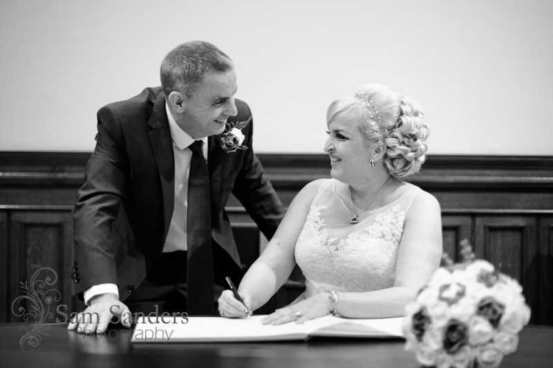sam_sanders_photography_wigan_photographer_wedding_stgeorgeshall_sirthomashotel_liverpool_ceremony_citycenter_jpg-blog-085