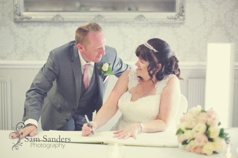 sam_sanders_photography_wedding_photographerbrookfieldhall_wedding_civilceremony_westhoughton_bolton_jpg_web_085