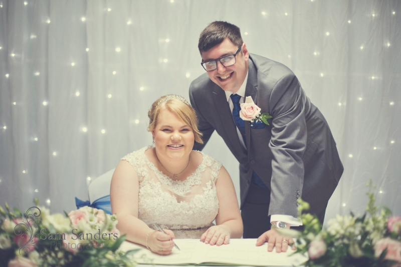 sam-sanders-photography-wigan-photographer-wedding-hollandhall-hotel-web-226