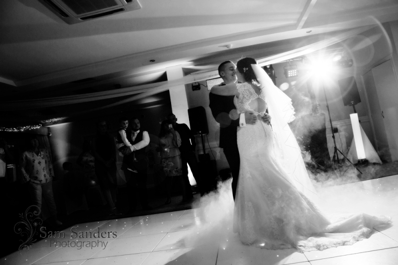 sam-sanders-photography-wigan-photographer-wedding-hollandhall-hotel-web-472