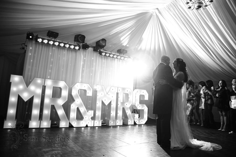 sam-sanders-photography-wigan-photographer-wedding-mercure-haydock-hotel-web-453