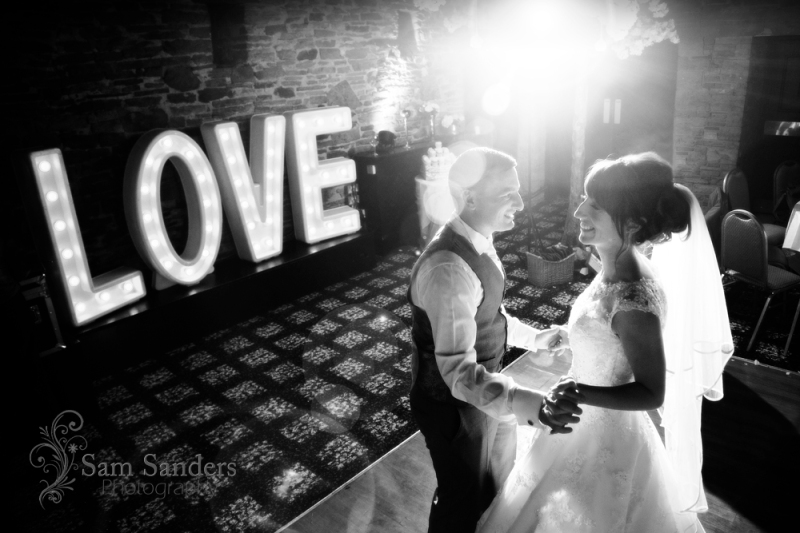 sam-sanders-photography-wigan-photographer-wedding-bestwesternplus-lancashiremanor-hotel-web-556