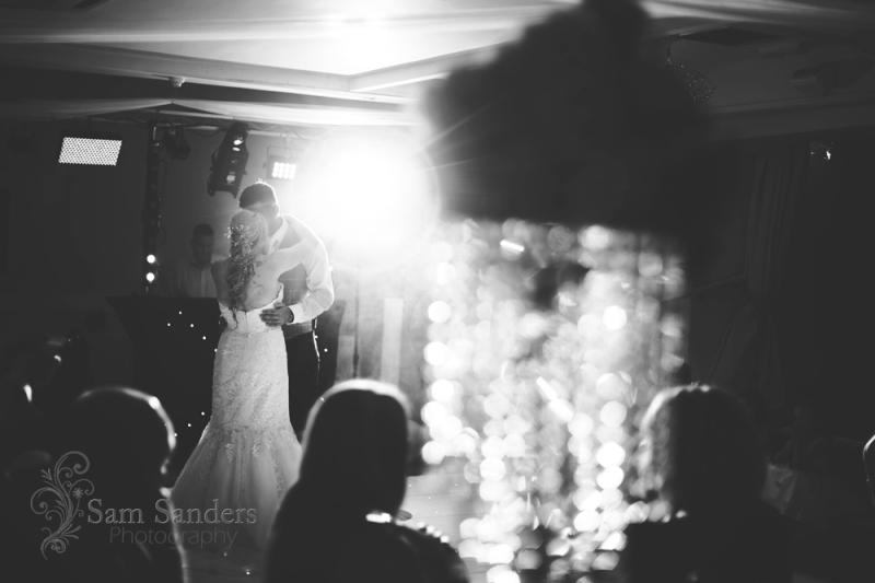 sam-sanders-photography-wigan-photographer-wedding-hollandhallhotel-web-610